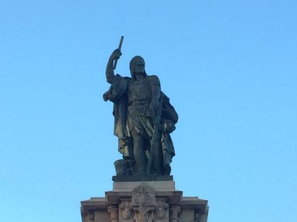 Памятник Адмиралу Роже де Лурия на Балконе Средиземноморья